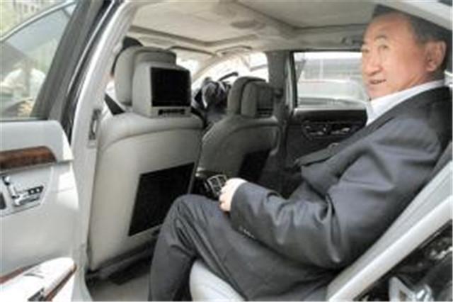 王思聪最尊敬的人,身价不输马云,出行不坐750万迈巴赫而坐地铁