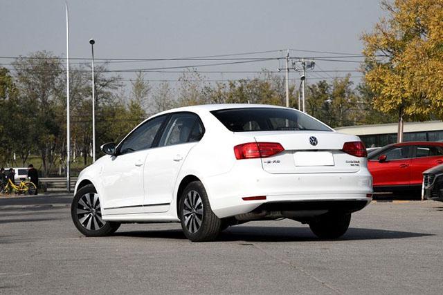 买车的别等了,8月已到销售淡季,就连这台纯正大众车都直降4万!