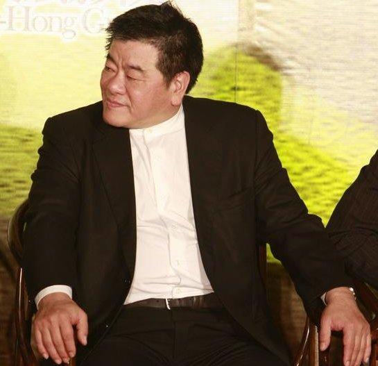 竹联帮释小龙_就是他带着释小龙走入了娱乐圈,而你不知道的则是,吴敦还是台湾竹联帮