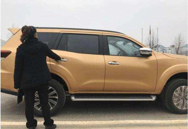 18款日产帕拉丁终于到店,比普拉多还漂亮,车长4米8, 仅售18万