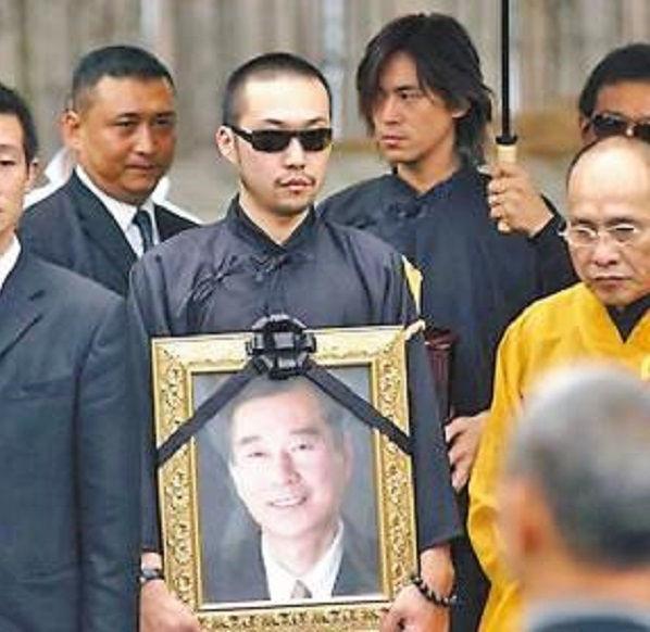 鲁豫有约竹联帮陈启礼_陈启礼,出生于1943年,是台湾竹联帮前帮主,很多人都给他起绰号叫\