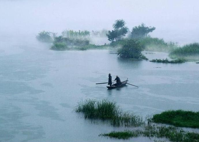 半烟半雨溪桥畔,渔翁醉着无人唤