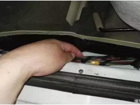 汽车维修案例:捷达右前门<em>玻璃升降</em>器失效故障的排除