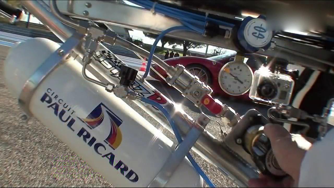 尴尬!法拉利竟被自行车300公里时速秒了