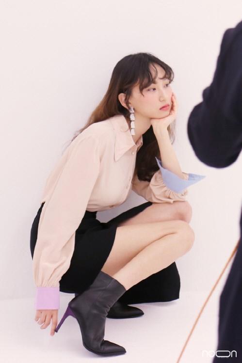 韩国女艺人柳慧英广告拍摄现场照首次曝光