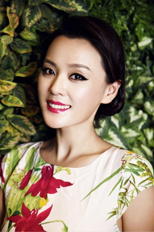 2008年参演电视剧《突然心动》,因饰演丛芳菲一角受到关注.