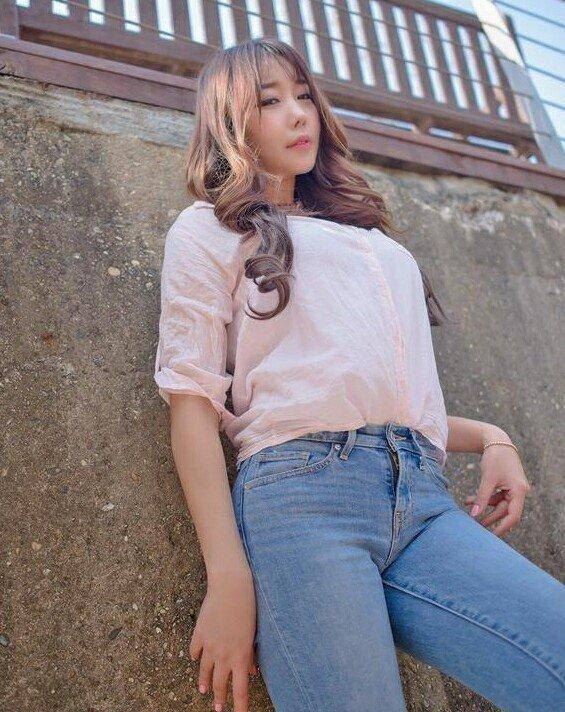 有个微胖大奶的女人照片_微胖的女人穿紧身牛仔裤才能诠释牛仔裤真正的含义