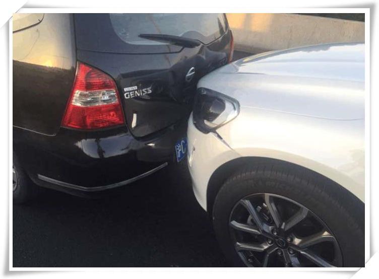 沃尔沃XC60追尾日产骏逸, 骏逸车主差点崩溃:太吸能, 修好就卖车