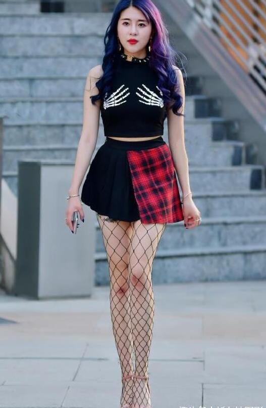 时尚街拍:包臀裙,迷你裙,女人味十足!