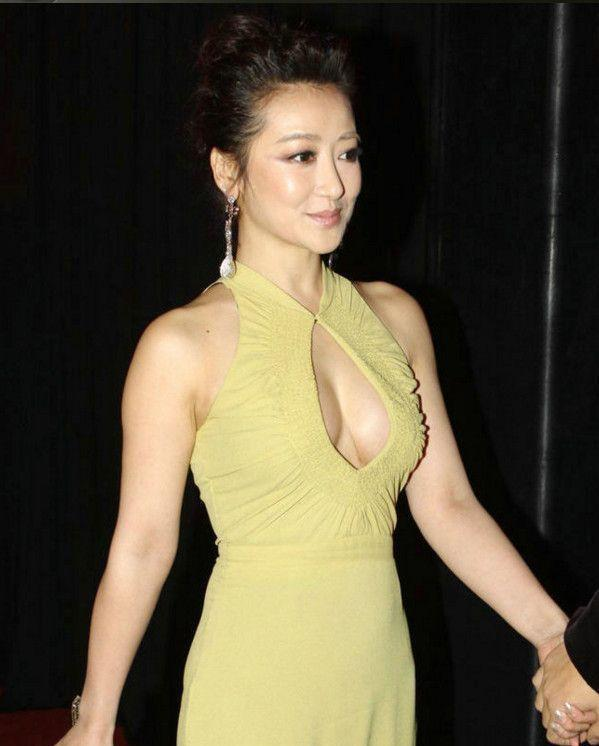 历史古装美女陈紫涵,旗袍现身,一落座就尴尬了