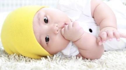 宝宝吃手需要怎样预防?