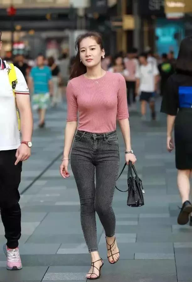 街拍:走路婀娜扭动,身材苗条性感的美臀美女