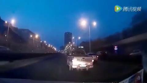 雪铁龙故意别车还下车打人,视频车太冤枉了!