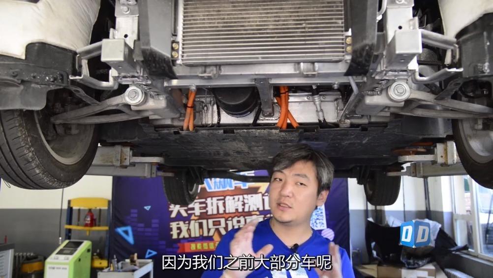 """这辆车在宣传中号称<em>重量</em>非常轻, 只有""""800多公斤"""",并且是""""全铝<em>车身</em>""""..."""
