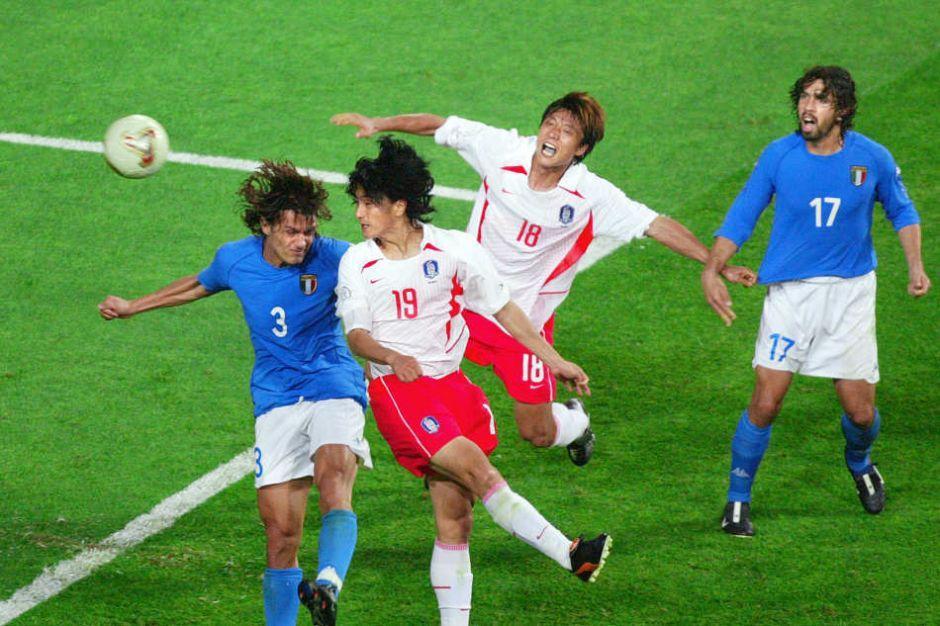 韩国队在2002年世界杯创造两个记录:亚洲最好