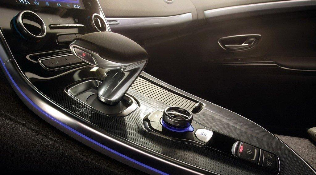 丰田这车火了,新SUV带四驱比宝马X6还亮眼,性价比吊打汉兰达