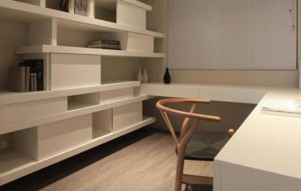 书房,做了定制柜子,环绕起来的设计感到温馨舒适.