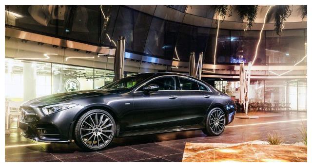 奔驰新CLS的外观颜值就是很高,内饰充满了科技感和奢华