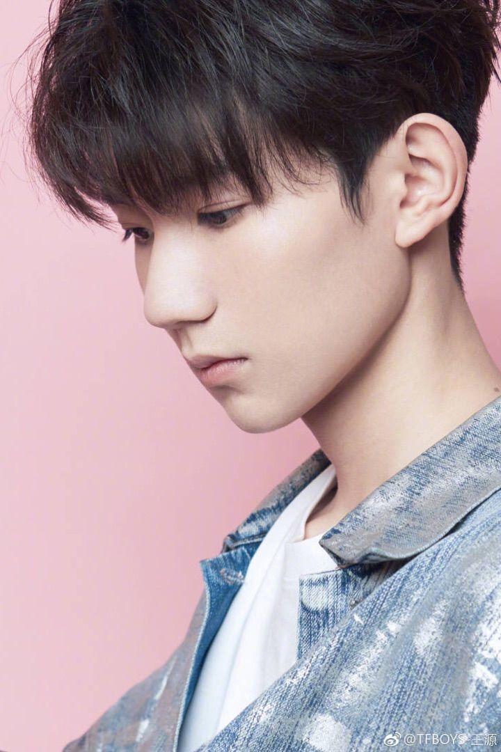 王源拍写真为新节目打call,昔日小男孩蜕变成了男神