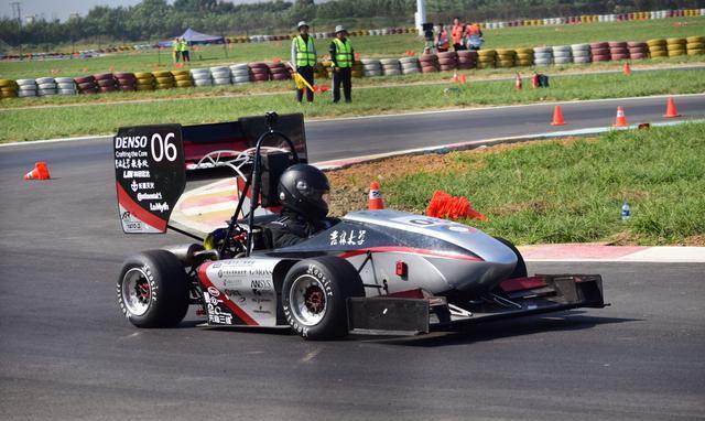 中国大学生研究制造的方程式赛车图片