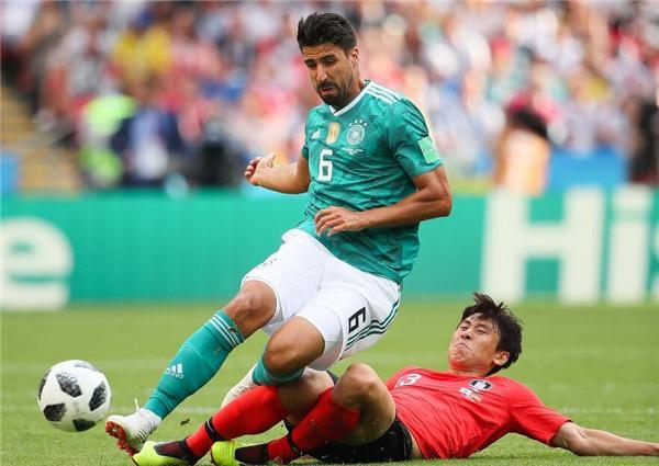韩国半场11次犯规2黄牌!亚洲女球迷支持德国