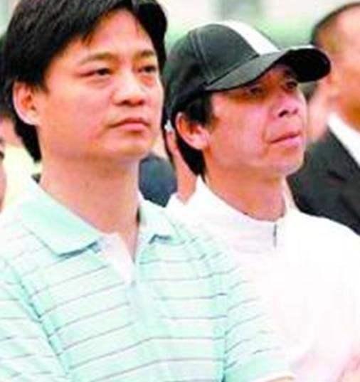 冯小刚8千万国外买房遭炮轰, 小崔与袁立联手