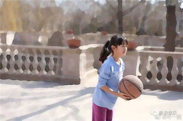 森碟更是表现不俗,近日,田亮在微博晒出女儿森碟参加运动比赛获奖的照图片