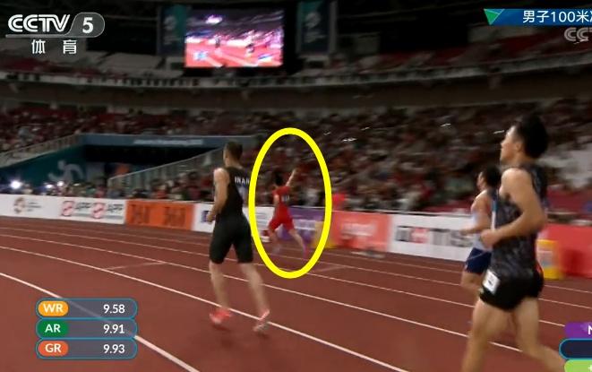 9.92秒!苏炳添打破亚运记录夺冠,谁注意到他随后的举动