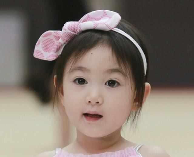《爸爸回来了》,这个软萌可爱的漂亮小姑娘就圈粉无数.