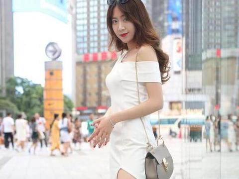 吊带搭配皮裙,小女人的感觉,你喜欢这样的美女吗?
