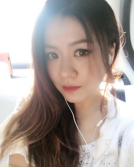《炉石传说》:斗鱼最强颜艺帝,snowkiss雪妍的快乐图片
