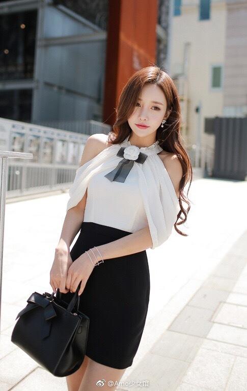 高颜值黑色职业装白色美女半透雪纺包臀裙街拍魅魔美女图片