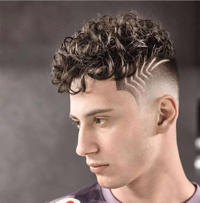 国外发型师脑洞打开,在头上雕刻各种造型,你怎么看?图片