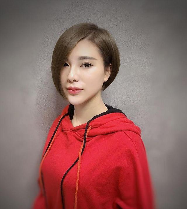 短发发型,在女生当中是一种最流行和时尚而且具有很强的个性化的短发图片
