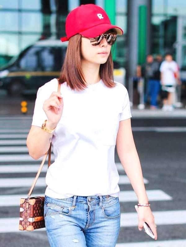 林心如不需要浓妆艳抹,机场几乎都是牛仔t恤,越简单越漂亮!图片