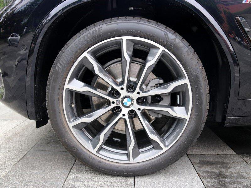 德系豪华中型SUV标杆,被奥迪Q5逼急,凶悍前脸比奔驰GLC更威风