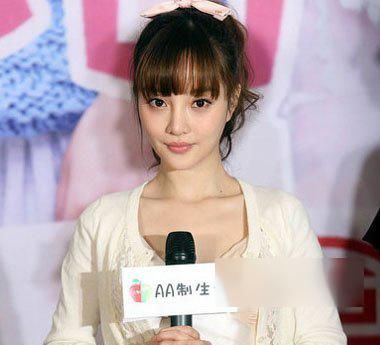 9款齐刘海减龄百搭发型,真的很显年轻!
