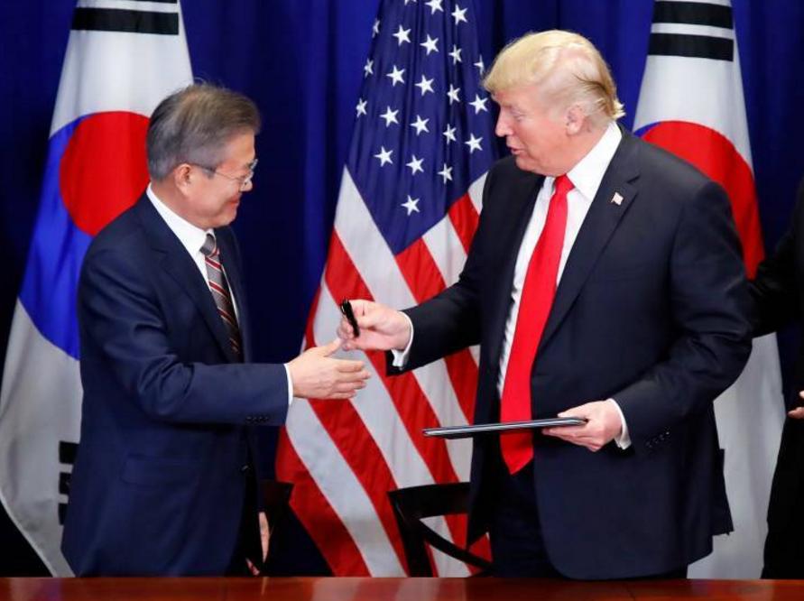 马哈蒂尔会见韩国总统文在寅
