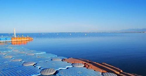 与沙漠共存的中国最大淡水湖, 一条鱼拍出天价,接近3万