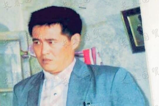 赵本山27年前旧照曝光,模样青涩憨厚朴实