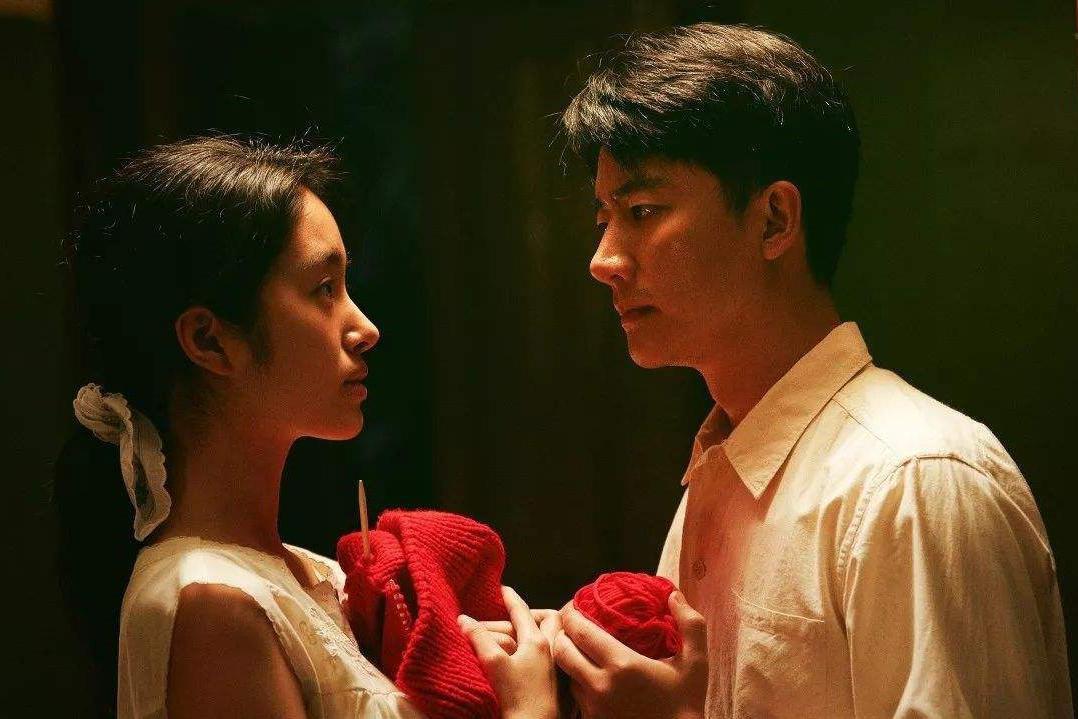 """《芳华》原著:卖盗版书,娶风尘女,看""""老好人""""刘峰的悲剧根源"""