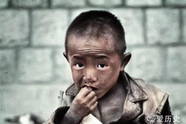 父母为日本侵略当了炮灰 留下12万孤儿 徘徊在死亡边缘饱受冷遇