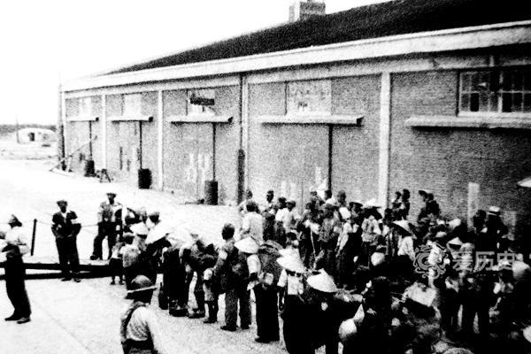 在葫芦岛等待遣返的日本人 被自己政府抛弃后17万人死亡