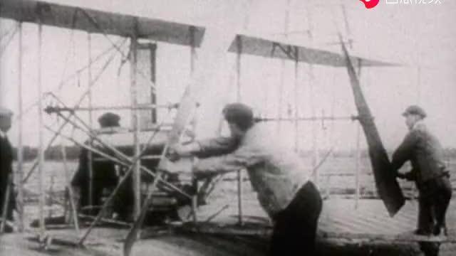 世纪战争:一名裁缝穿上自制飞行服从埃菲尔铁塔上跳下,令人痛惜