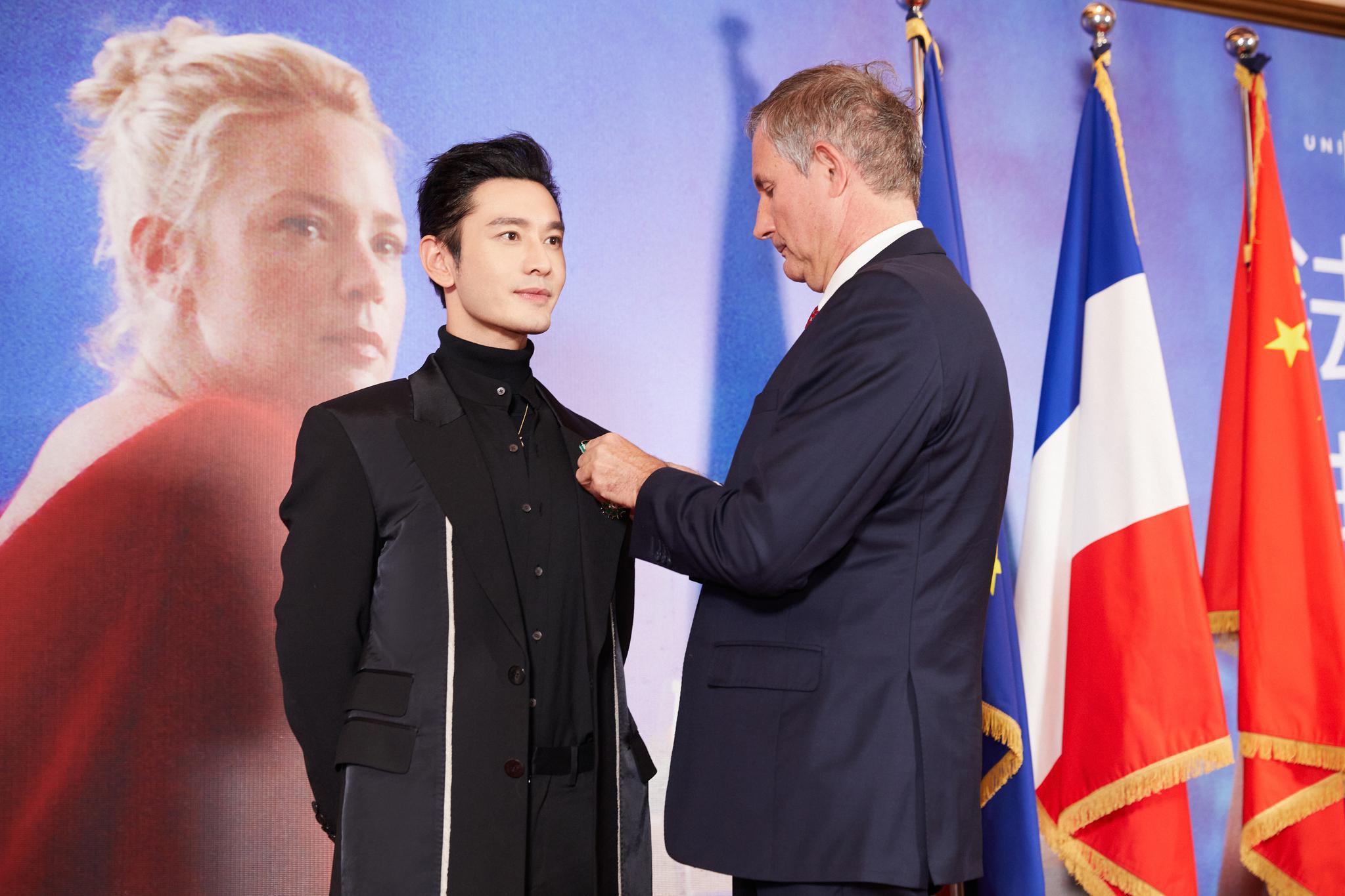 连摘金鸡百花后黄晓明再获法国骑士勋章 以大使身份揭幕法国影展