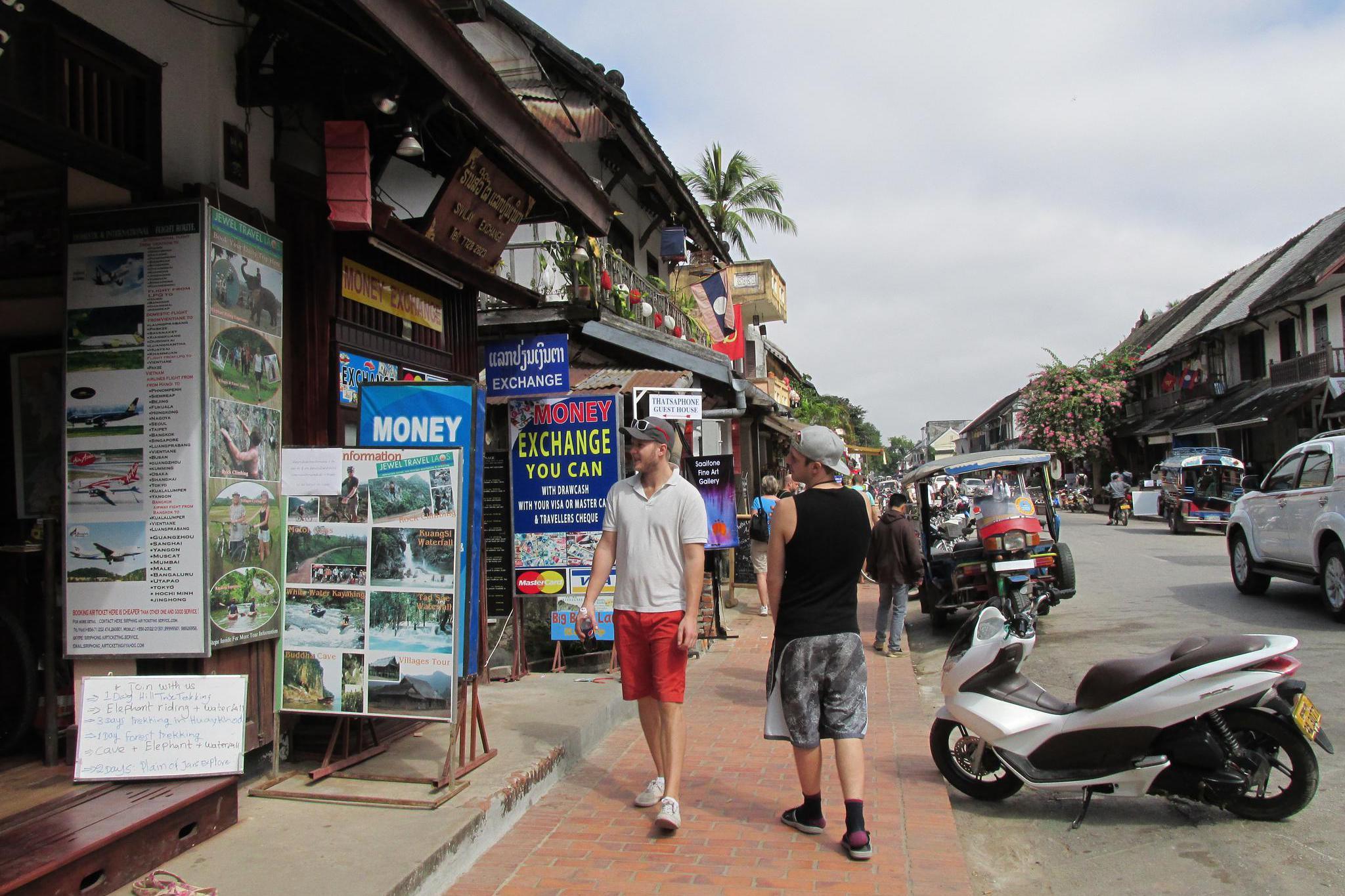 游览 东南亚 老挝 琅勃拉邦 洋人街