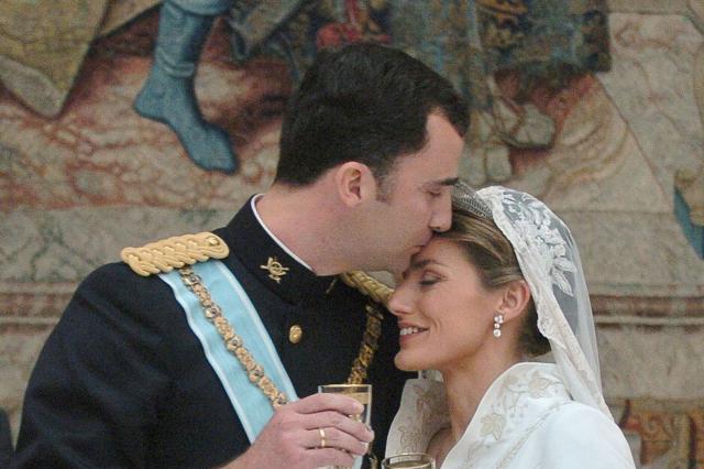 莱蒂西亚王后与费利佩六世的世纪婚礼大回顾,一组老照片见证玄机