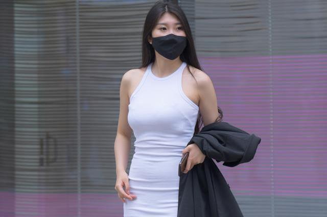 连衣裙可多种时髦风格轻松切换,带来强烈潮流感,展现自信风姿