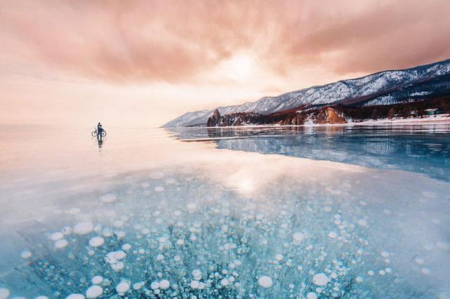 世界最大淡水湖开始深度冷冻,湖面呈现着让人尖叫的美!