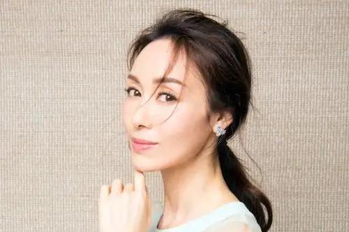 她曾是爆红的香港小姐,如今无戏可拍,49岁只能靠走穴捞金